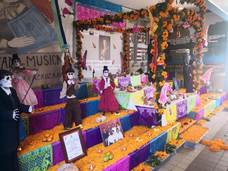 Ofrenda en honor al Maestro Erasmo Capilla Sánchez
